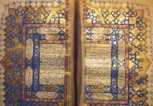 Um exemplo da caligrafia corânica escrita por Aurangzeb