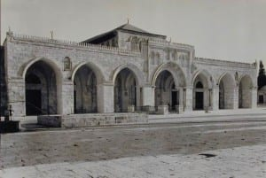 Masjid al-Aqsa foi originalmente construída por Umar ibn al-Khattab no ano 637.