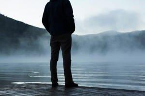 Homem solitário durante a depressão