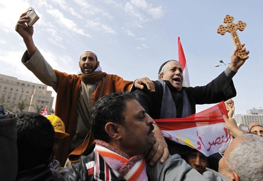 Muçulmanos e Cristãos lado a lado no Egito