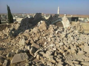 Túmulo após a destruição.