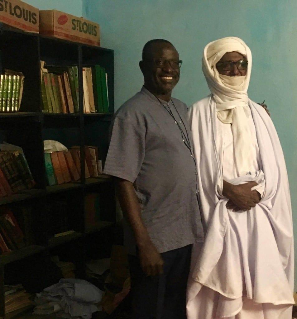 O sheykh Assadek e o padre Nicolas compartilham de projetos em sua comunidade local há décadas.