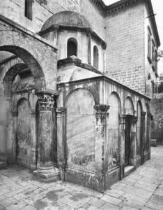 Mausoléu de Boemundo de Taranto, Catedral de Canossa, Puglia, Itália © Bridgeman Images