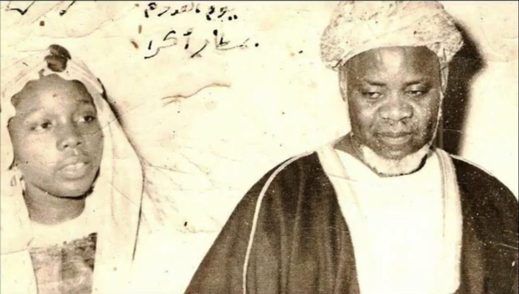 Sheikh Ibrahim Niasse e sua filha Sheikha Maryam Niasse em sua juventude