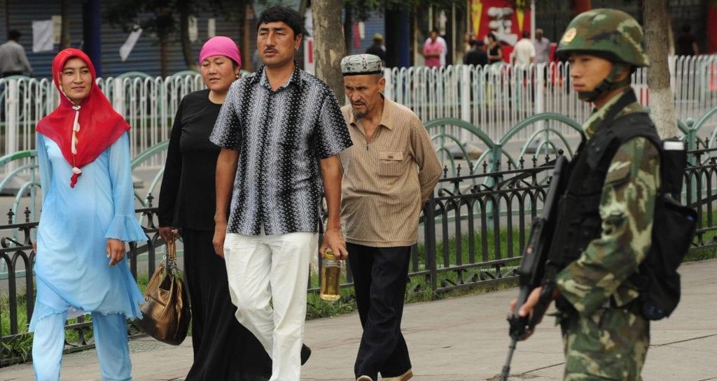 Muçulmanos são vigiados constantemente em Xinjiang
