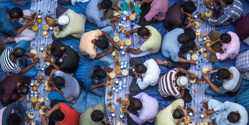 Desjejum ou Iftar em comunidade